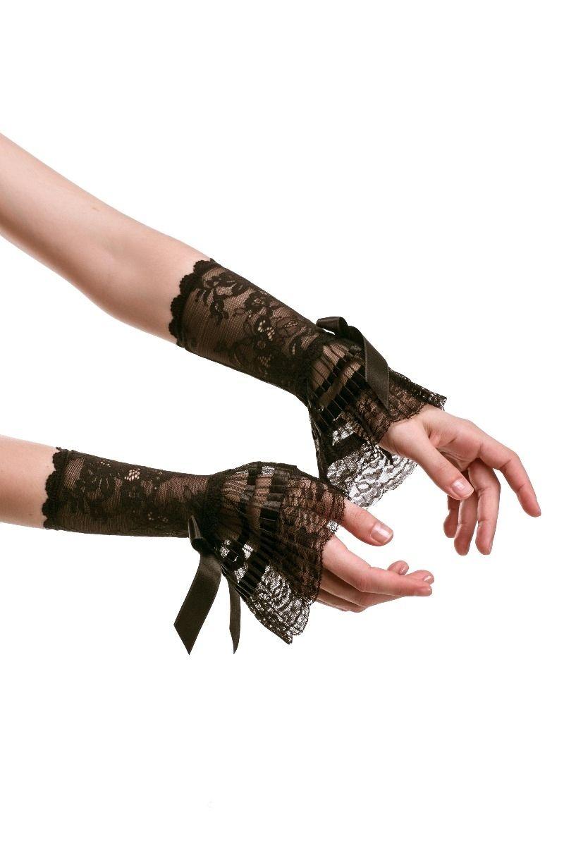 Short lace cuffs